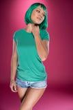 Piękna nikła kobieta z turkusowym włosy Obraz Stock