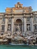 piękna noc fontanny trevi romów obraz royalty free