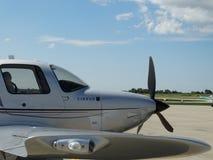 Piękna obyczajowa chmura pierzasta SR22 Turbo Obraz Stock