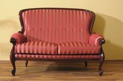 piękna odosobniona nowożytna izbowa kanapa Fotografia Stock