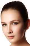 piękna odosobniony portreta biel Piękna zdrój kobieta Perfect Świeża skóra Czysty b Obrazy Royalty Free