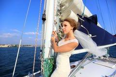 Piękna panna młoda - podróż na jachcie Obrazy Stock