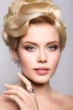 piękna panna młoda portret fryzury zdjęcia royalty free