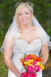 Piękna panna młoda w biel sukni Zdjęcia Stock