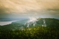 Piękna panorama jezioro i las od Kola parka narodowego osiąga szczyt Obraz Stock