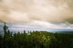 Piękna panorama jezioro i las od Kola parka narodowego osiąga szczyt Zdjęcia Stock