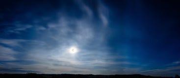Piękna panorama księżyc w pełni który iść nad Carpathians Zdjęcie Royalty Free
