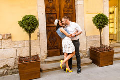 piękna para tła wyizolował nad białymi młoda miłość Zdjęcia Stock