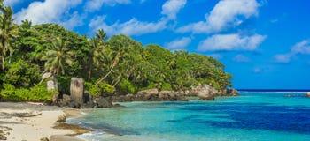 Piękna plaża Mahe, Seychelles - Anse aux szpilki - zdjęcie royalty free