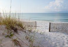 Piękna plaża przy wschodem słońca Obrazy Royalty Free