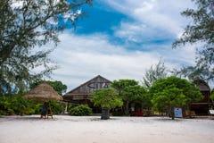 Piękna plaża tropikalny wyspy Koh Rong Samloem z Cita kurortem Zdjęcie Stock