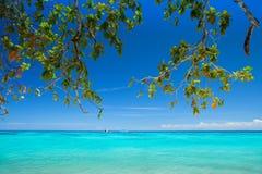 Piękna plaża z błękitnym morzem przy Tachai wyspą, południe Tajlandia Obraz Stock