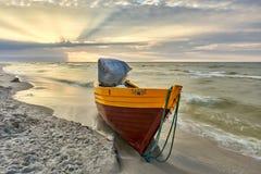 Piękna plaża z dennym widokiem, czysta woda Obrazy Royalty Free