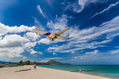Piękna plaży i morza fala piana na wybrzeżu w Phuket, Tajlandia Fotografia Stock
