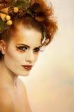 Piękna portreta kobieta w jesień makeup Zdjęcia Royalty Free