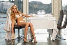 piękna restauracyjna kobieta zdjęcie royalty free