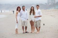 Piękna rodzina na plaży Fotografia Royalty Free