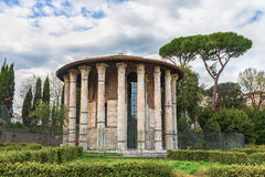 Piękna Romańska świątynia Hercules zwycięzca Hercules lub Hercules Olivarius (zwycięzca) Zdjęcia Royalty Free