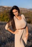 Piękna romantyczna młoda kobieta outdoors Zdjęcie Royalty Free