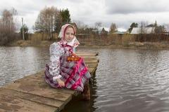 Piękna Rosyjska dziewczyna w obywatel sukni fotografia royalty free