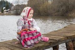 Piękna Rosyjska dziewczyna w obywatel sukni obraz royalty free