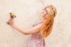 Piękna rudzielec w naturze Zdjęcia Royalty Free