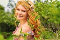 Piękna rudzielec w naturze Zdjęcie Stock