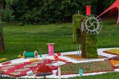 Piękna rzeźba kwiaty szwalna maszyna, nić zdjęcie stock