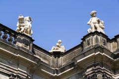 Piękna rzeźba mali cuspids na dachu obraz stock