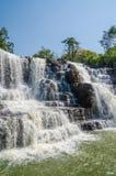 Piękna Sala woda spada blisko Labe z drzewami, zieleń basen i mnóstwo nawadnia przepływ, gwinea Conakry, afryka zachodnia Obraz Royalty Free