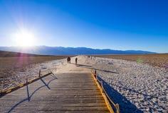 Piękna sceneria przy Śmiertelnym Dolinnym 23 parka narodowego Kalifornia, Badwater słonym jeziorem - ŚMIERTELNA dolina KALIFORNIA Obraz Royalty Free