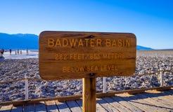 Piękna sceneria przy Śmiertelnym Dolinnym 23 parka narodowego Kalifornia, Badwater słonym jeziorem - ŚMIERTELNA dolina KALIFORNIA Zdjęcia Stock