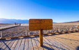 Piękna sceneria przy Śmiertelnym Dolinnym 23 parka narodowego Kalifornia, Badwater słonym jeziorem - ŚMIERTELNA dolina KALIFORNIA Zdjęcie Royalty Free