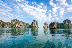 Piękna sceneria przy Halong zatoką, Wietnam Obrazy Royalty Free
