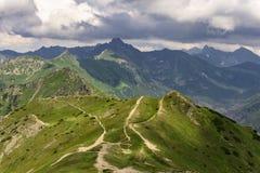 Piękna sceneria wielcy halni szczyty Tatrzańskie góry Zdjęcia Royalty Free