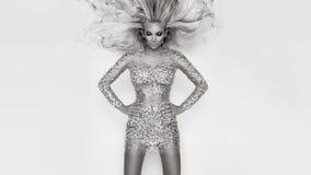 Piękna seksowna blondynka z zadziwiać oczy, zwarty wiatru puszka vo długo Zdjęcia Royalty Free