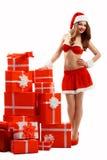 Piękna, seksowna dziewczyna w czerwonej kostiumowej Śnieżnej dziewczynie, ono uśmiecha się, standi Zdjęcie Stock