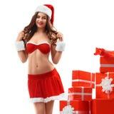 Piękna, seksowna dziewczyna w czerwonej kostiumowej Śnieżnej dziewczynie, ono uśmiecha się, standi Fotografia Stock