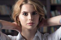 Piękna seksowna dziewczyna, wewnętrzny studio Fotografia Stock