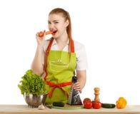 Piękna seksowna młoda kobieta gotuje świeżego posiłek Obrazy Royalty Free