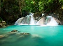 Piękna siklawa w dżungli Fotografia Royalty Free