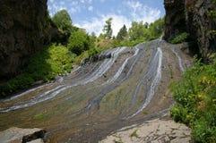 Piękna siklawa w górach Jermuk, Armenia obrazy royalty free