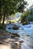 Piękna siklawy błękitne wody Laos obrazy stock