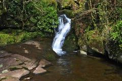 Piękna spada kaskadą siklawa, Nant Bwrefwy, Górny Blaen-y-Glyn obrazy royalty free