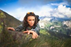 Piękna sporty dziewczyna w przełęczu Rocznika stylowy photogra Obrazy Stock