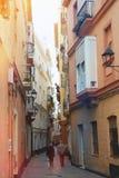 Piękna stara i bardzo wąska ulica w Europa obraz stock