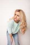 Piękna szczęśliwa blond dziewczyna w tanu, zabawę Obraz Royalty Free