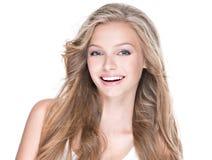Piękna szczęśliwa kobieta z długim kędzierzawym włosy fotografia royalty free