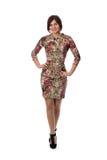 Piękna szczupła dziewczyna w sukni z wzorem jego pełny wzrost zdjęcie royalty free