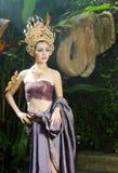Piękna Tajlandzka dziewczyna w Tajlandzkim tradycyjnym kostiumu fotografia royalty free